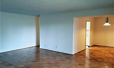 Living Room, 4601 N Park Ave 206F, 1