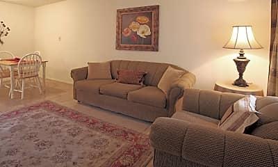 Living Room, Biloxi Oaks Apartments, 1