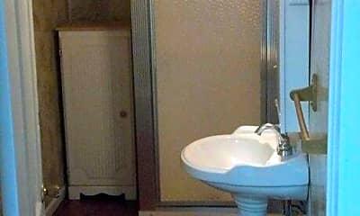Bathroom, 1014 Erie St S, 1