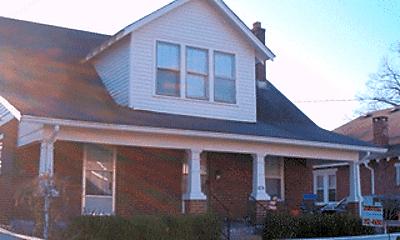 424 Oldham Ave, 1