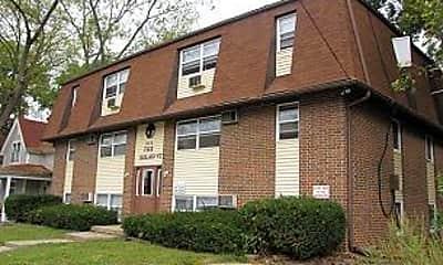 Building, 920 E Burlington St, 1