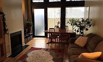 Living Room, 1418 W Chestnut St, 2