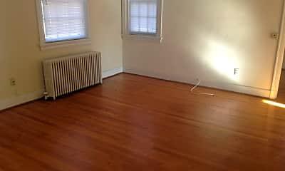 Living Room, 3913 Cutshaw Ave, 1