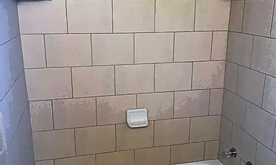 Bathroom, 805 S Cheyenne St, 2