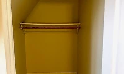 Bathroom, 1115 E Knapp St, 2