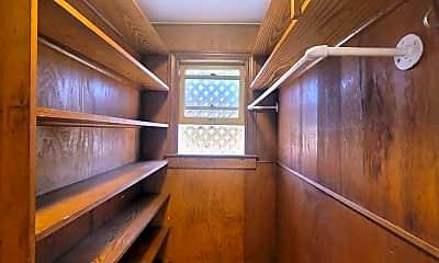 Bathroom, 2111 36th St, 2