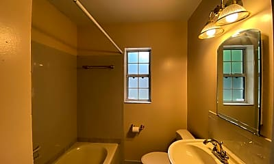 Bathroom, 4214 Melrose Ave, 2