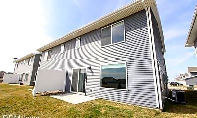 Building, 2820 N W 40th Ln, 2