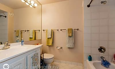 Bathroom, 345 N LaSalle St, 1