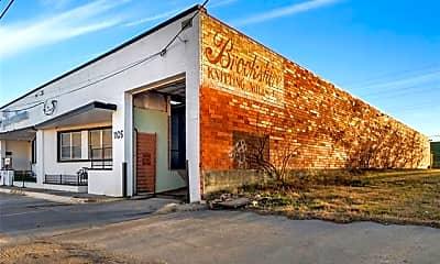 Building, 1105 E Levee St, 1