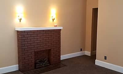 Bedroom, 2013 E Oak St, 2