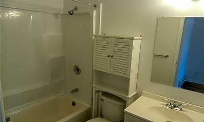 Bathroom, 1000 9th St L97, 2