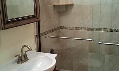 Bathroom, 48 Roseland Avenue Apartments, 2