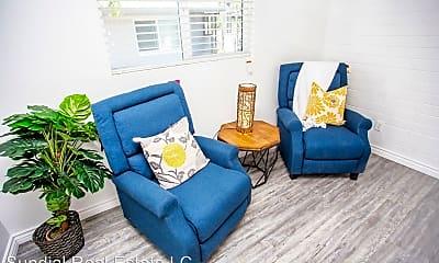 Living Room, 4740 N 28th St, 2