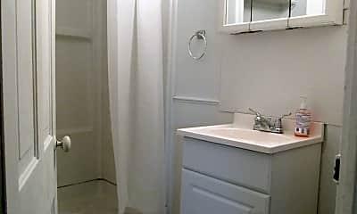Bathroom, 430 S 4th St, 2