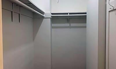 Bathroom, 2230 Steiner St, 2