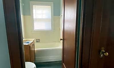 Bathroom, 517 Center St, 2