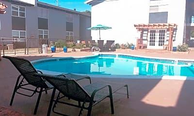 Pool, Plaza 24, 1