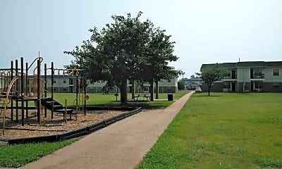 Amarillo Gardens, 2