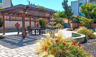 Courtyard, The Fairway, 1
