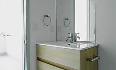 Bathroom, 519 SW 5th Ave, 2