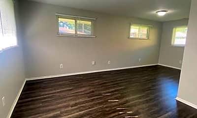 Living Room, 730 N Nelson Rd, 1