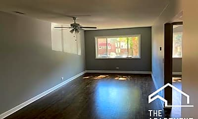 Living Room, 6144 N Francisco Ave, 1