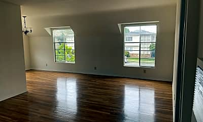 Living Room, 4464 Hazeltine Ave, 1
