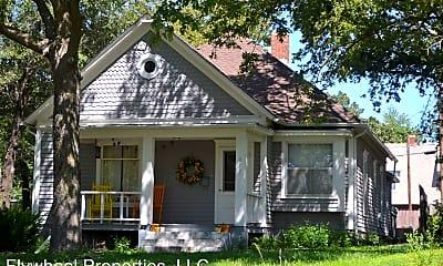 Building, 915 Dexter St, 1