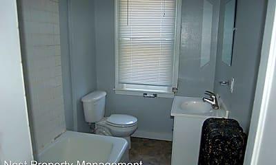 Bathroom, 906 E Burlington St, 1