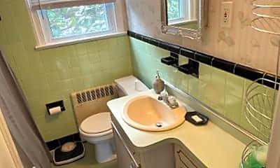 Bathroom, 208 N Harding Ave, 2