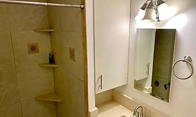 Bathroom, 1469 Lusitana St, 2