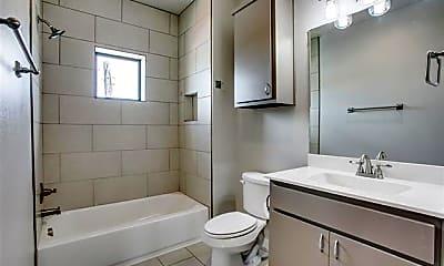 Bathroom, 906 W Cannon St 204, 2