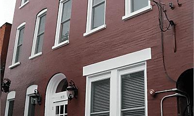 Patio / Deck, 419 N Queen St, 2