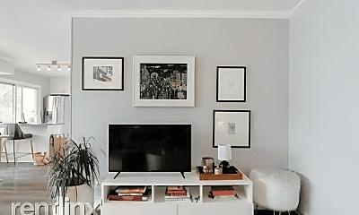 Living Room, 800 N Washington St, 1