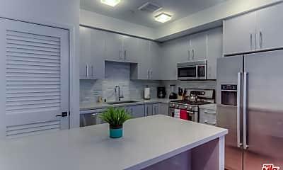 Kitchen, 1168 S Barrington Ave 305, 1
