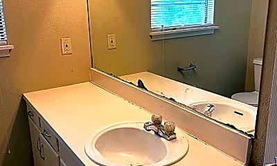 Bathroom, 1140 Oregon Ave, 2
