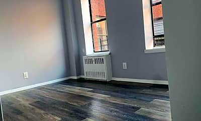 Living Room, 946 Bronx Park S, 2