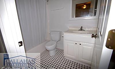 Bathroom, 415 E 9th St, 1