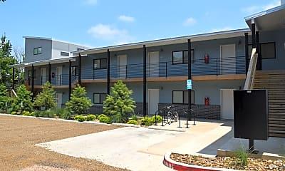 Building, 906 W Berry St, 1