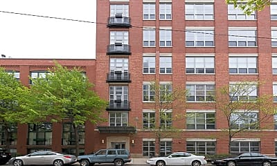 Building, 1735 N Paulina St 206, 2
