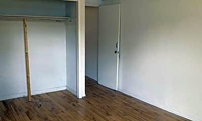 Bedroom, 605 N Carey St, 2