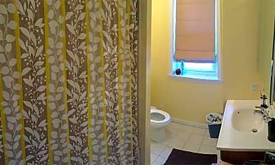 Bathroom, 4331 Main St, 2