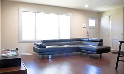 Room for Rent -  a 9 minute walk to bus 24 near Me, 1