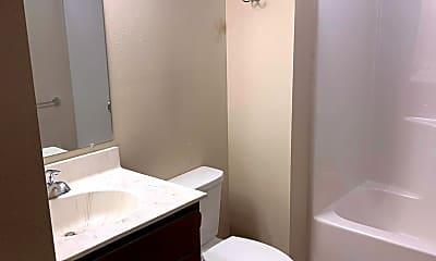 Bathroom, 4 Breezy Ln, 1