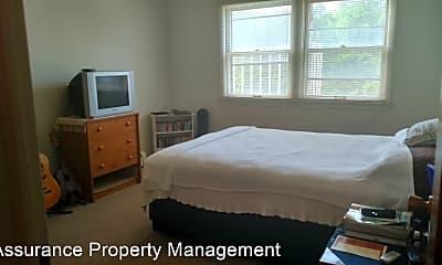 Bedroom, 1015 W Benton St, 2