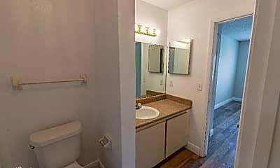 Bathroom, 658 Kenwick Cir, 2