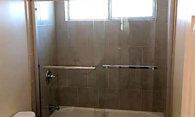 Bathroom, 645 Fairview Ave 18, 2