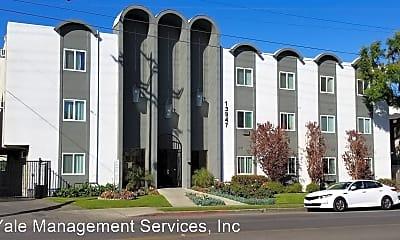 Building, 13947 Oxnard St, 0