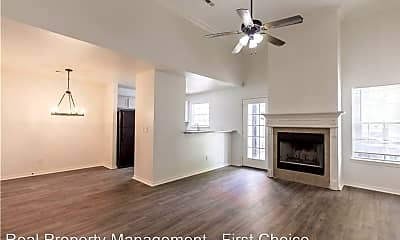 Living Room, 688 W Sycamore St, 0